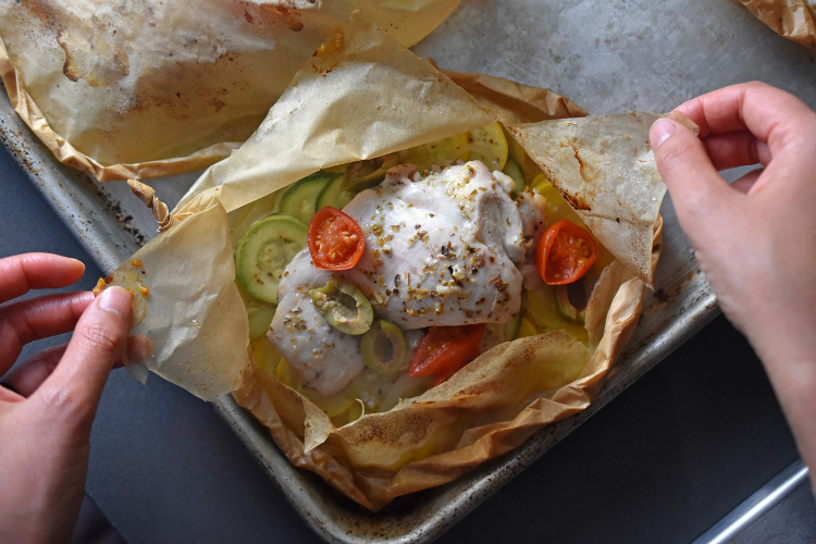 Lemon Garlic Chicken Parchment Packets by Michelle Tam http://nomnompaleo.com